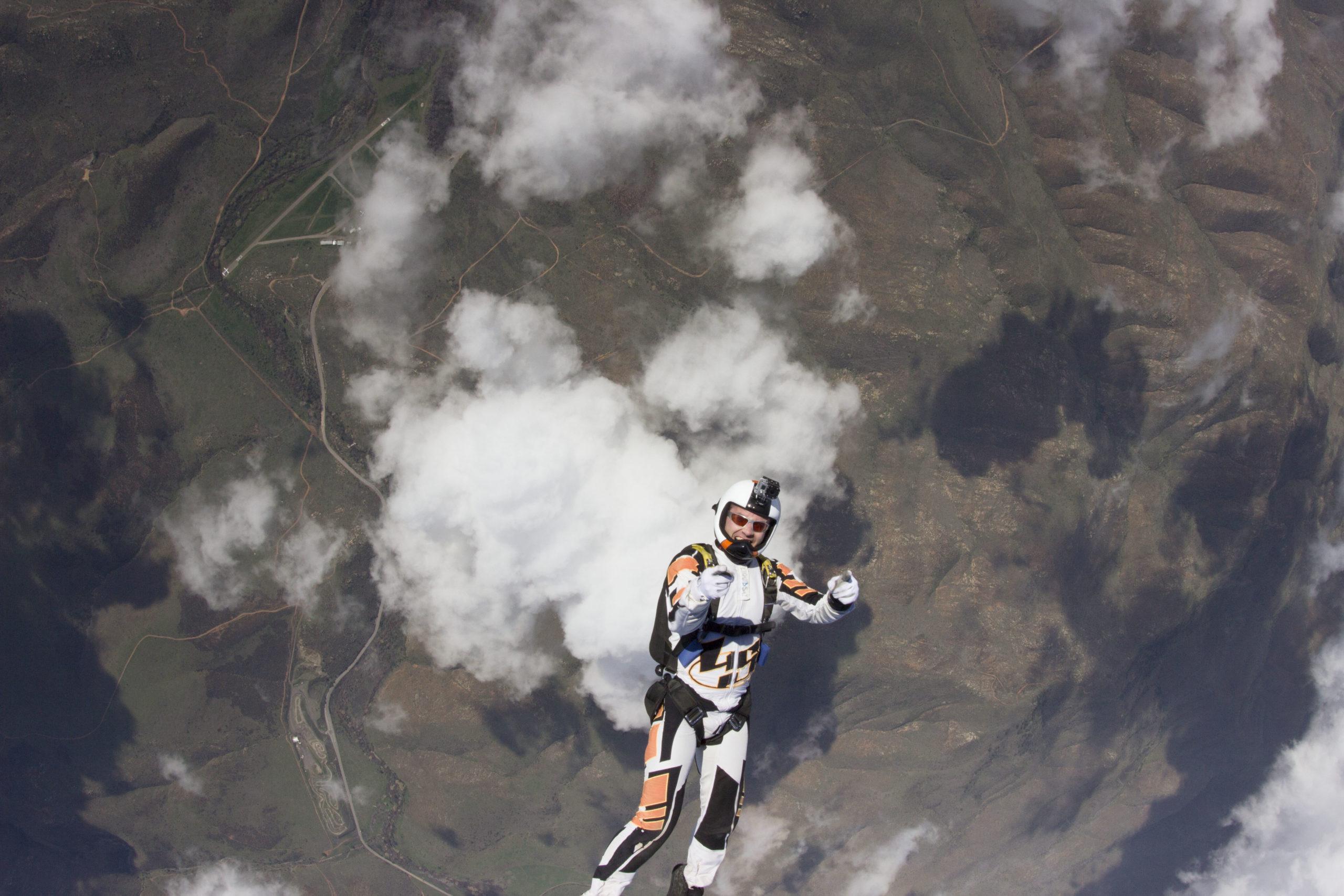 licensed jumper skydiving